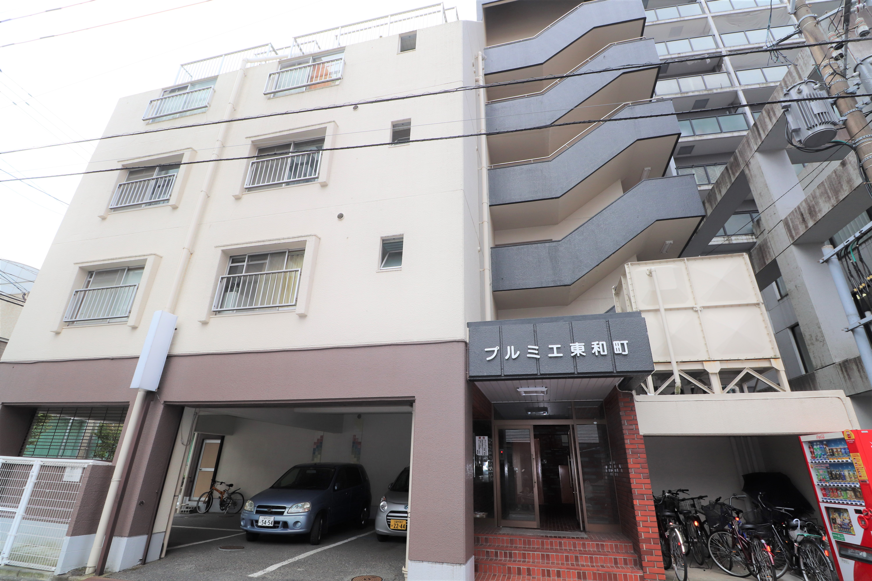 小型わんちゃんと住める駅ちか東和町の物件です(^_-)-☆駐車場も近隣の確保しておりますよ(*^_^*)